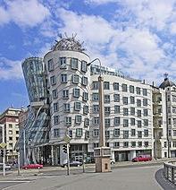 Танцующий дом в Праге. Архитектор Владо Милунич и Френк Гери