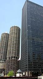 Марина Сити (слева) и АйБиЭм  Плаза (справа)  в Чикаго.