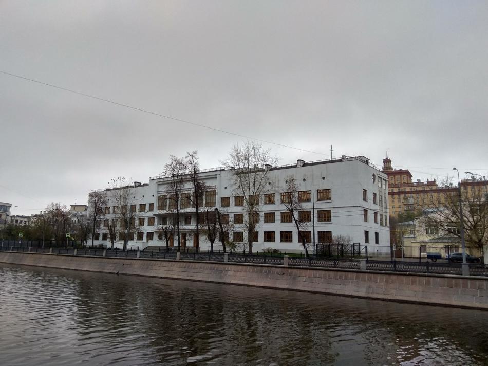 Конструктивизм в архитектуре зданий - Школа 518. Иван Звездин, 1935 год.